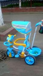 Продается детский велосипед с ручкой
